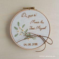 Flores - Tienda Arorua Coin Purse, Couple, Wallet, Purses, Design, Cross Stitch Embroidery, Hand Embroidery Art, Napkins, Fabrics