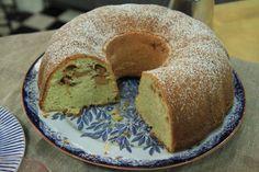 Roy Fares äppel- och kardemummakaka är perfekt till fikat eller som dessert efter middagen.
