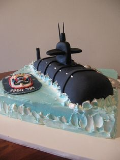 this was a groom's cake. The bottom is iced in buttercream, the sub is covered in fondant. It's all cake. Cupcakes, Cupcake Cakes, Cakes For Men, Cakes And More, Beautiful Cakes, Amazing Cakes, Festa Yellow Submarine, Navy Cakes, Military Cake