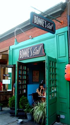 Bonnie's Grill, Park Slope, Brooklyn, NY- The Best Wings so far.