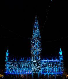Het stadhuis in Brussel is één van de mooiste monumenten van de stad. Vooral 's avonds met zijn verlichtingen is het een parel om naar te kijken!