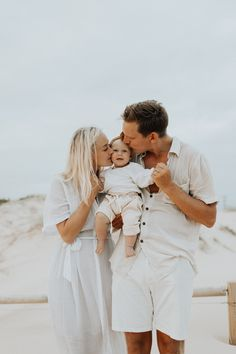 Large Family Poses, Family Posing, Family Portraits, Spring Family Pictures, Family Pics, Family Photo Sessions, Beach Sessions, Sibling Poses, Toddler Photography