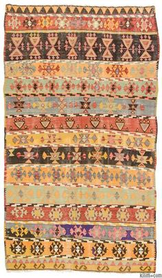Vintage kilim rug handwoven in Corum in mid 20th century. This attractive kilim is in very good condition. Corum is located inland in the central Black Sea Region of Turkey.