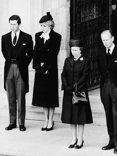 Photographic Print: Queen Elizabeth II Prince Philip Princess Diana and Prince Charles at Duchess of Windsor Funeral : 24x18in