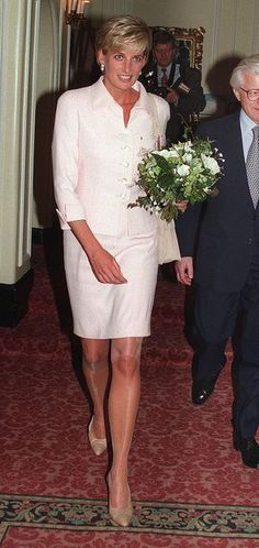 19 MARCH 1997 PRINCESS DIANA ATTENDS THE DAILY STAR GOLD AWARDS CEREMONY AT THE SAVOY HOTEL, LONDON