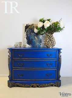 Zuri: French Style set of drawers in rich Cobalt Blue and gold Gold Furniture, Chalk Paint Furniture, Furniture Styles, Furniture Makeover, Bohemian Furniture, Furniture Ideas, Desk Redo, Chair Redo, Chalk Paint Colors