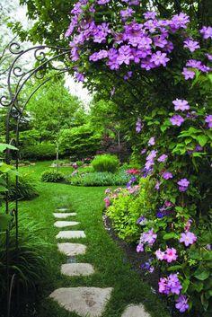 Lovely and peaceful setting Garden Paths, Garden Art, Garden Landscaping, Garden Design, Beautiful Gardens, Beautiful Flowers, Climbing Vines, My Secret Garden, Climbers