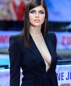 Dark Hair Blue Eyes, Blue Hair, Alexandra Daddario, Fashion Photo, Fashion Models, Gorgeous Women, Most Beautiful, Black Widow, Hollywood Stars