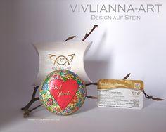 Wunderbare Herzglückssteine für Deinen Liebsten findest Du bei www.vivlianna-art.de.