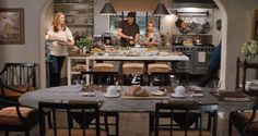 It's Complicated movie kitchenthanks to Food Stylist Susan Spungen. Meryl Streep House, Its Complicated House, Nancy Meyers Movies, Kitchen Dining, Kitchen Decor, Warm Kitchen, Dining Room, Dining Table, Small Dining