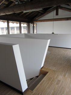Design minimale con solai in legno recuperato dai granai #interior #architettura