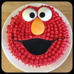 Elmo inspired cake - decoration combining buttercream and fondant. Designed and executed by Silvia Ramsvik www.silviaramsvik.com Sugar Paste, Novelty Cakes, Elmo, Fondant, Cake Decorating, Inspired, Baking, Decoration, Desserts
