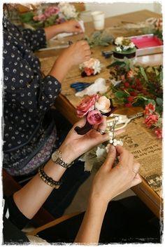 【秋のプチブローチ】選ぶのが楽しい~♪ Table Settings, Table Decorations, Flowers, Home Decor, Decoration Home, Room Decor, Place Settings, Royal Icing Flowers, Home Interior Design