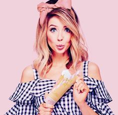 Zoella has brought out a new summer bath and body range called the Jelly & Gelato Collection - and fans are wild with excitment Zoella Hair, Zoella Beauty, Zoella Makeup, Zoe Sugg, Top Social Media, Phil Lester, Social Media Influencer, Celebrity Dads, Celebrity Makeup