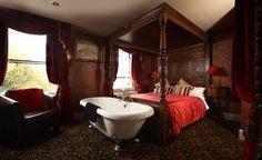 Hotel Gadds, en Durham, Reino Unido. Sólo 11 habitaciones , todas diferentes y temáticos. Ésta, Edwardian Express, decorada como un antiguo vagón de primera Clase.