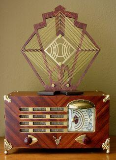 1948 Philco 48-214-2 Jules Vern AM Radio