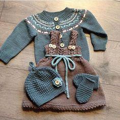 VINNEREN er trukket! @peggykje har lagt ut dette bildet av et herlig sett med klompelompe-plagg :)... Little Boy And Girl, Little Boys, Boy Or Girl, Dress For Success, Baby Sweaters, Baby Knitting, Baby Dress, Doll Clothes, Knitting Patterns