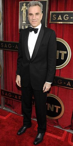 Daniel Day-Lewis in a perfect classic tux Celebrity Photos, Celebrity News, Daniel Day, Day Lewis, Popular People, Sag Awards, Modern Gentleman, Well Dressed Men, Red Carpet Looks