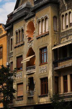 Timisoara, Romania Beautiful Castles, Beautiful Buildings, Beautiful Places, Timisoara Romania, Bucharest Romania, Dream Vacation Spots, Dream Vacations, Romania Travel, Romania Tours