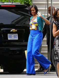 first lady Michelle Obama departs the White House to attend an event at Sidwell Friends School on May 2012 in Washington, DC. Sidwell Friends School is the private school where Sasha and Malia Obama attend. (via Photo from Getty Images) Michelle Obama Fashion, Barack And Michelle, Trey Songz, Joe Biden, Durham, Barack Obama Family, Malia Obama, American First Ladies, Black Presidents