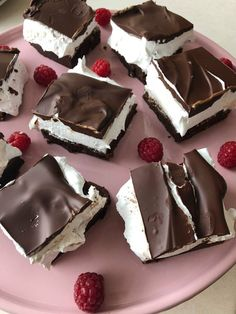 Image may contain: dessert and food Summer Dessert Recipes, Sweet Desserts, Delicious Desserts, Yummy Food, Cream Puff Cakes, Danish Food, Best Brownies, Sweet Cakes, Four