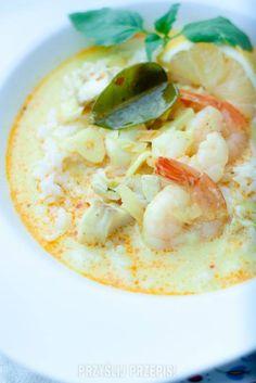 Tajska zupa rybna z mleczkiem kokosowym, dorszem i krewetkami