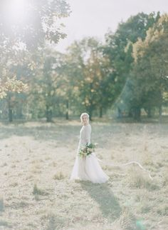 HEY LOOK: Organic contemporary winter wedding inspiration Photo: Petra Veikkola