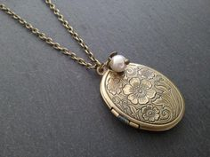 ezebee.com - Medaillonkette Blume mit Perle