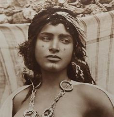 History Discover Ouled Nail tribe Tunis ca 1910 - Beauty will save Gypsy Girls Gypsy Women Spanish Gypsy Face Tattoos Aesthetic People Sexy Photography Extraordinary People Gypsy Life Exotic Beauties Photo Portrait, Portrait Photography, Sexy Photography, Arte Cholo, 3d Foto, Ariana Grande Drawings, The Soloist, Tribal Women, Aesthetic People