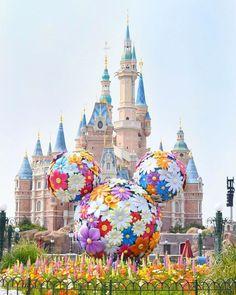 Disney Parks, Walt Disney, Disneyland, Shanghai Disney Resort, Park Pictures, Cute Disney Wallpaper, Fantasy Landscape, Magic Kingdom, Disney Magic