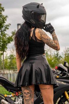 Womens Motorcycle Helmets, Bobber Motorcycle, Motorbike Girl, Leder Outfits, Hot Bikes, Biker Girl, Harley Davidson, Sexy Women, Girl Outfits