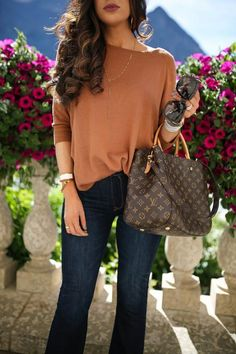 Women Fashion Style New Collection For Louis Vuitton Handbags, LV Bags to Have Vuitton Bag, Louis Vuitton Handbags, Fashion Bags, Fashion Women, Fashion Trends, Trendy Fashion, Fashion 2018, Runway Fashion, Looks Jeans