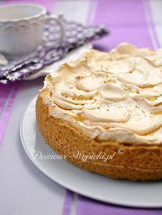 Przepis na tarta rabarbarowa z budyniem i bezą. To jedno z najsmaczniejszych ciast z rabarbarem.