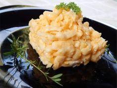 Tojásos nokedli rizslisztből gluténmentesen 5 adag 30dkg rizsliszt 4 + 5 db L-es méretű tojás ( 60-65 g/db, ha kisebb tojásokkal dolgozunk, akkor az összsúlyát, a 4 x 65 = 260 g-ot vegyük figyelembe  ) 2g só 1dkg só főzővízbe 0,5 + 0,5 dl étolaj vagy vaj  A galuska elkészítése: Egy tálban az Read more