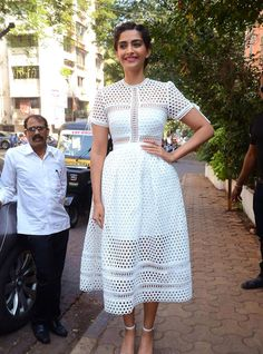 Indian Girls Villa: Sonam Kapoor Launches Filmfare Glamfare Issue