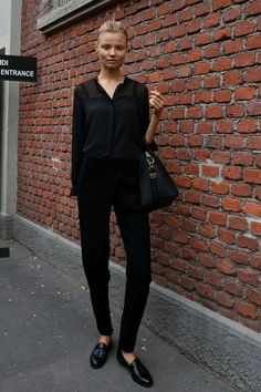 back to black. #MagdalenaFrackowiak #offduty in NYC. #moda #fashion fall winter 2014 otoño invierno total look #black