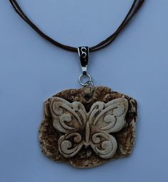Absorbable Aromatherapy Essential Oil Diffuser Butterfly Totem Pendant Necklace