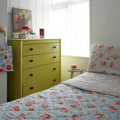 Bedroom with painted chest of drawers | Vintage-style Edwardian cottage | House tour | PHOTO GALLERY | Ideal Home | Housetohome.co.uk