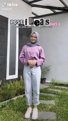 Ootd Poses Instagram, Foto Instagram, Cute Poses For Pictures, Poses For Photos, Hijab Style Tutorial, Model Poses Photography, Hijab Fashion Inspiration, Fashion Poses, How To Pose