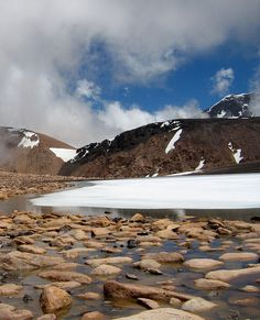 La Laguna del Platita, Mendoza, Argentina. Mendoza, The Great Outdoors, South America, Places To Go, Beautiful Pictures, Around The Worlds, Earth, Explore, Mountains