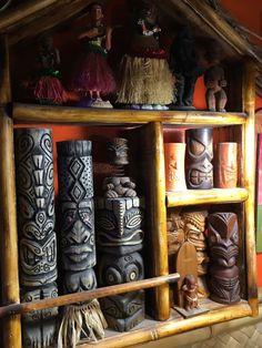 Polynesian Designs, Polynesian Culture, Tiki Art, Tiki Tiki, Tiki Statues, Tiki Bar Decor, Bamboo Bar, Tiki Totem, Tiki Lounge