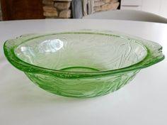 "Vintage Green Depression Glass Serving Bowl Unknown Maker Unknown Pattern 8-3/4"""