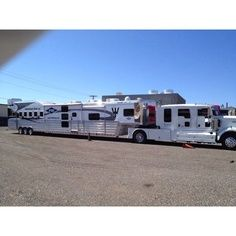 Beautiful Horse Trailer Living Quarters | Horse trailer wow!