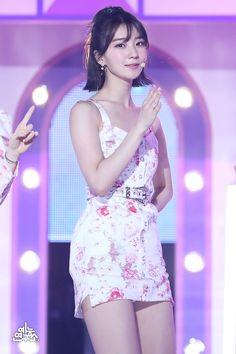 Stage Outfits, Kpop Outfits, Kpop Girl Groups, Kpop Girls, Rapper, Korean Music, Girl Face, Summer Girls, Girl Photos