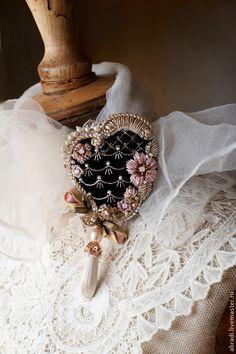 """Купить Серия """"ROCOCO"""". Рококо. - бледно-розовый, букет, брошь, подарок, цветы, розы, ленты"""
