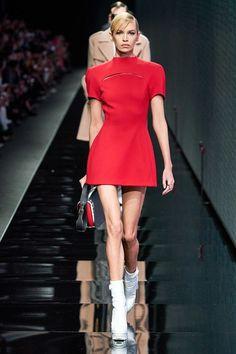 Versace Fall 2020 Ready-to-Wear Fashion Show - Vogue Fashion 2020, Runway Fashion, Fashion News, High Fashion, Fashion Outfits, Womens Fashion, Steampunk Fashion, Milan Fashion, Gothic Fashion