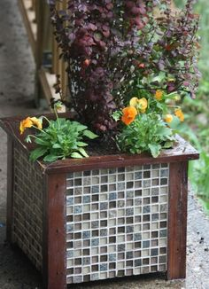Gorgeous Tiled Wooden Planter for Garden Decor. The wooden planter for the garden decor is more durable by adding some gorgeous tiles. See more here.