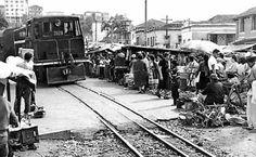 Trem da Cantareira passando pela avenida Cruzeiro do Sul em 1960
