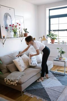 brilliant solution small apartment living room decor ideas and remodel – page 22 Related Small Apartment Living, Home Living Room, Living Spaces, Small Living, Modern Living, Living Room Decor With Plants, Small Apartment Furniture, Living Walls, Cozy Living
