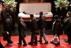 Redd Foxx Death | Mourners file past legendary singer James Brown lying in his coffin ...